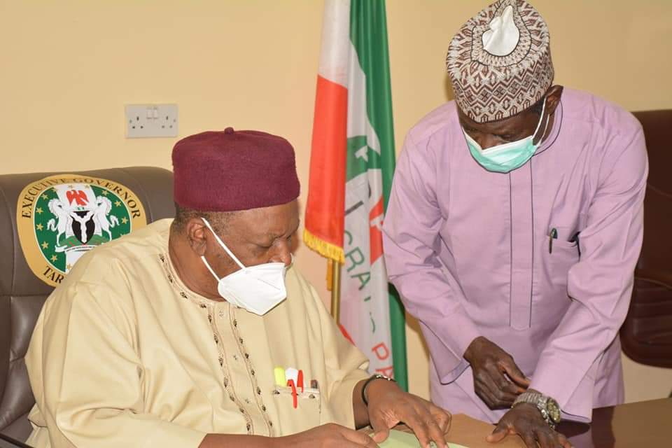 Gov. Ishaku Advise Tarabans to Be Strong and Positive